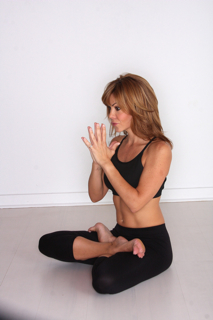 yoga-at-sachi-salon-lisa-turley